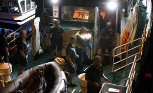 Un barco de Cudillero encuentra dos fardos de cocaína a treinta millas de la costa
