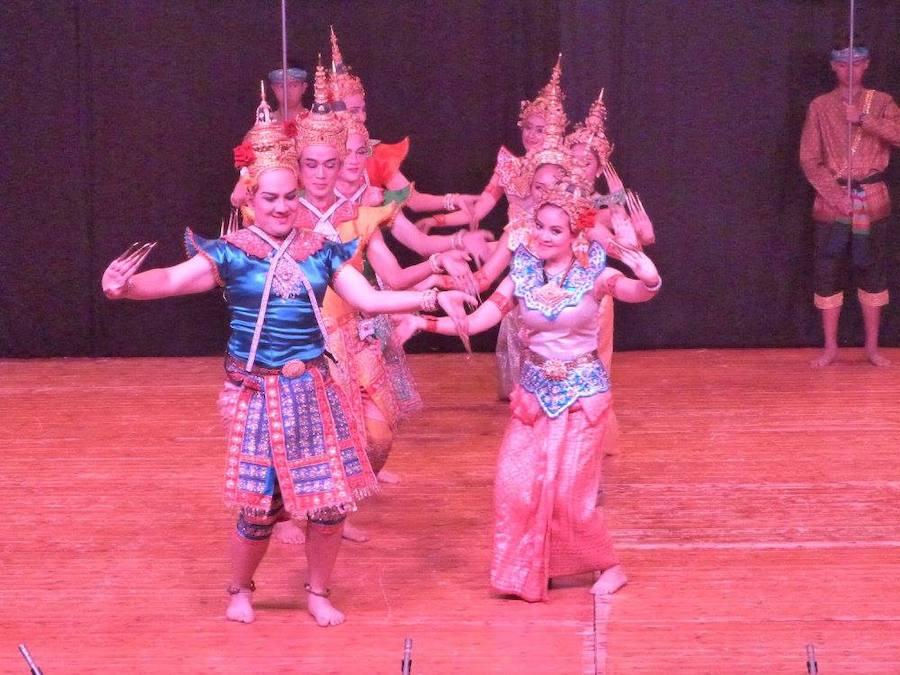 Siberia, Tailandia, Argelia y Serbia, en el Festival Folclórico Internacional