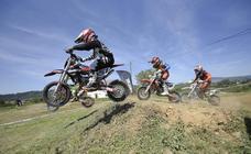 Casi un centenar de pilotos en el VII Motocross de Valdesoto