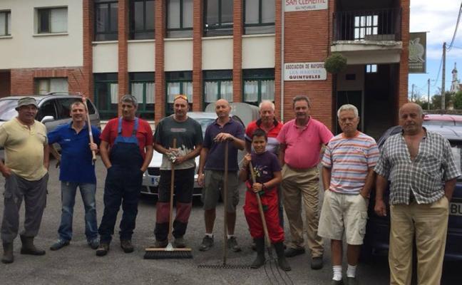 Vecinos de Quintueles limpian los caminos y las fuentes de la parroquia