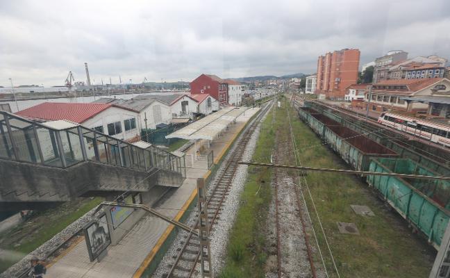 La falta de vigilancia agrava el estado de abandono de la estación de tren