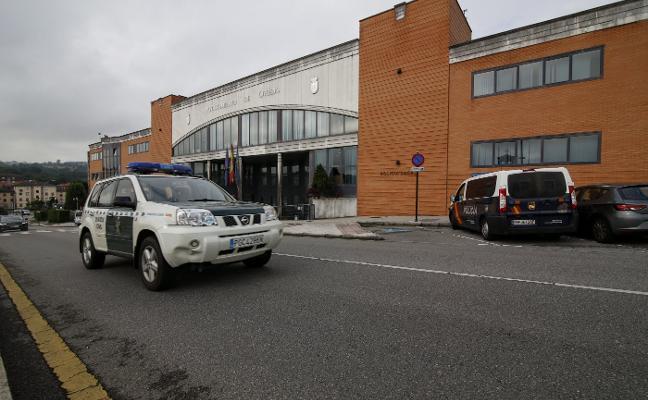 El Ayuntamiento de Oviedo bajo la 'Enredadera'