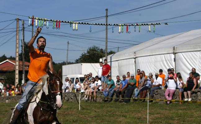 Carrera de cintas a caballo en Las Regueras