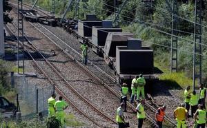 El descarrilamiento de un tren obliga a cortar la línea de Feve en Lieres dos horas