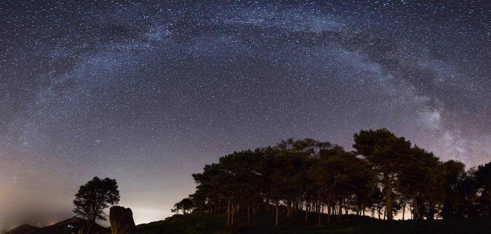 La espectacular imagen de las Perseidas desde el mirador del Fitu