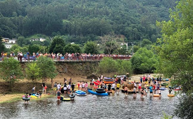 Desfile de color en el río Esva