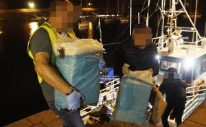 La Guardia Civil recupera 90 kilos de cocaína en la costa occidental