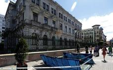 Un hombre resulta herido en Oviedo al caerle encima un andamio
