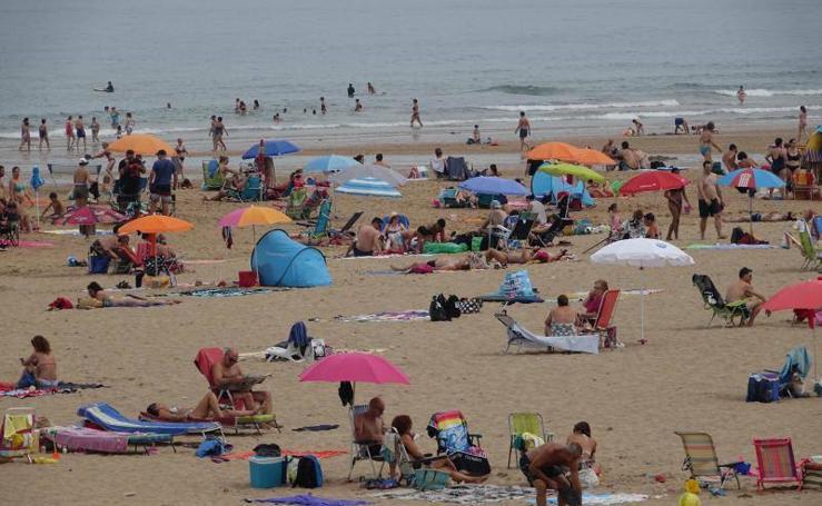 El Oriente asturiano disfruta de la playa