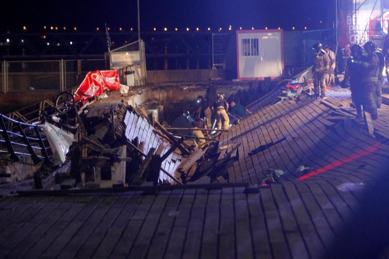 Más de 300 heridos al derrumbarse una pasarela en el puerto de Vigo