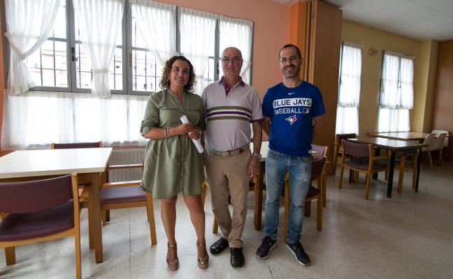 El Ayuntamiento renovará 19 ventanas del Hogar del Jubilado de Lugones