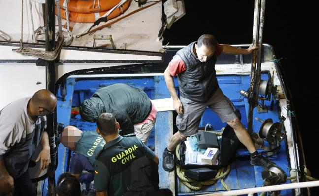 La Guardia Civil rastrea los barcos que surcaron la zona donde se halló la droga