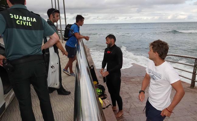 Alarma en La Griega por una boya confundida con un submarinista desaparecido