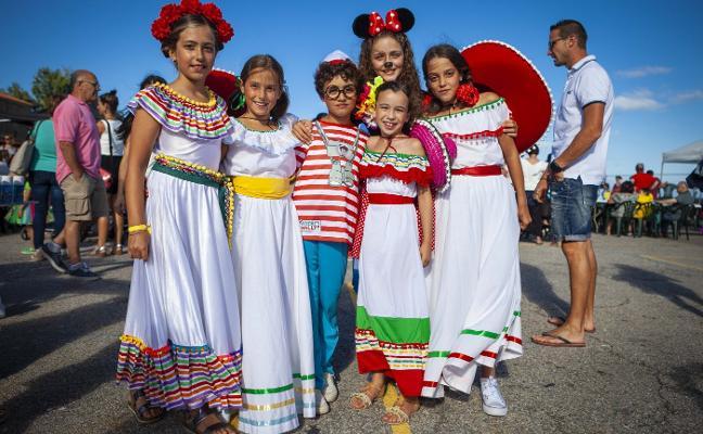 Mexicanos y mariachis llenan Luanco