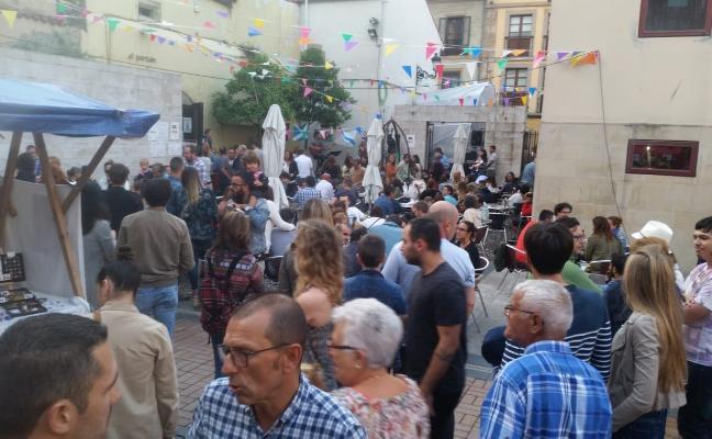 El bar El Portón celebra su dieciocho aniversario con conciertos y una 'gastroplaza'