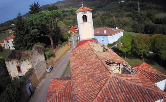 Loriana celebrará San Bartolomé en el prau de la iglesia, que sigue en ruina