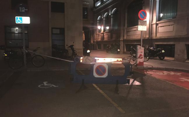 El Ayuntamiento reabre dos plazas de minusválidos tras la queja de una conductora