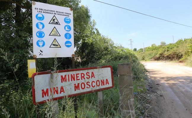 Una nueva acera mejorará la seguridad en la carretera de acceso a mina Moscona