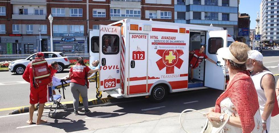 Trasladan al Hospital Cabueñes a un hombre de 65 años que sufrió una indisposición en San Lorenzo
