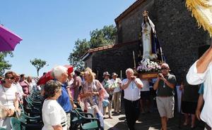 Fervor religioso por la Virgen de La Luz en la ermita