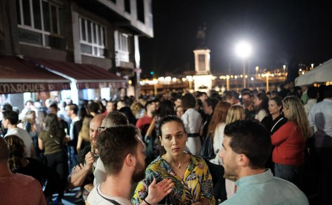 Una fiesta «mejor incluso que San Juan» llena los bares desde Cimavilla a Fomento