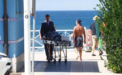 Fallece un hombre de 55 años mientras se bañaba con su hijo en Salinas