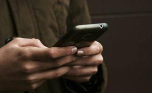 Los asturianos son los que más adictos se consideran al móvil