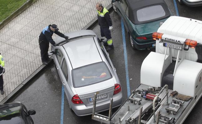 Los coches a los que la Policía libra del pago de la grúa caen al 50% tras el incidente de Taboada