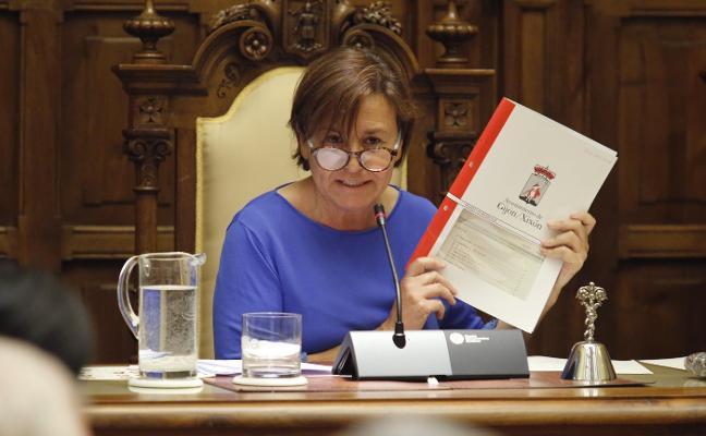 «Ni a esta alcaldesa ni a su gobierno le da instrucciones de actuación nadie de su partido»