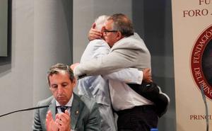 Aníbal Vázquez, alcalde de Mieres, muy afectado por la muerte del concejal Javier Ardines