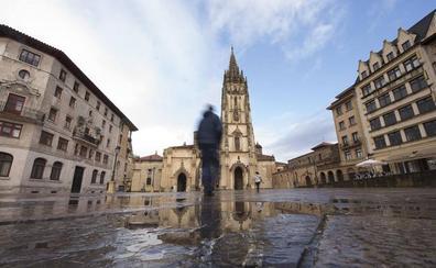 Oviedo destina 100.000 euros a la reparación del pavimento del entorno de la Catedral