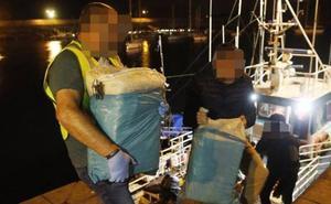 La búsqueda de más fardos de cocaína se extiende hasta la costa cántabra