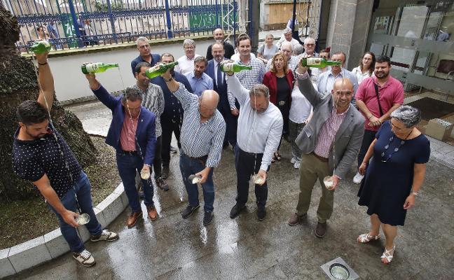 24 llagareros participan en la Fiesta de la Sidra Natural