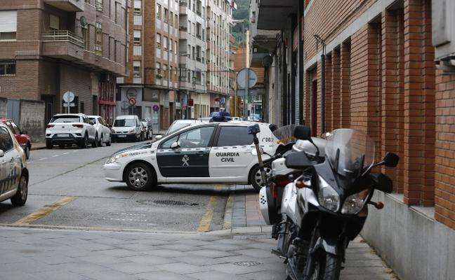 En libertad con cargos el acusado de violar en Turón a la hija de un amigo