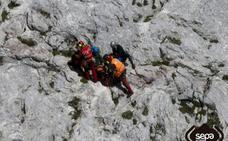 Evacuado un montañero que se rompió una pierna en el Urriellu