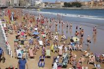El buen tiempo llena las playas