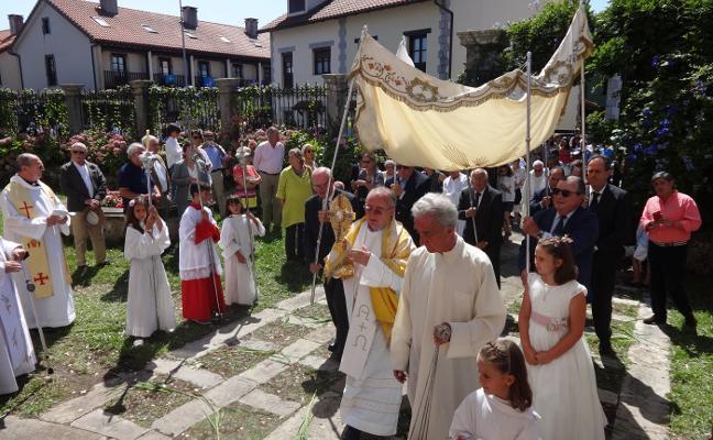 La Sacramental llena Colombres