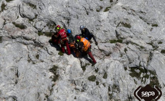 Rescatan a un montañero que se rompió una pierna en el Picu Urriellu