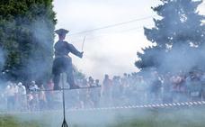 Los lastrinos 'queman' el machismo en un San Roque reivindicativo