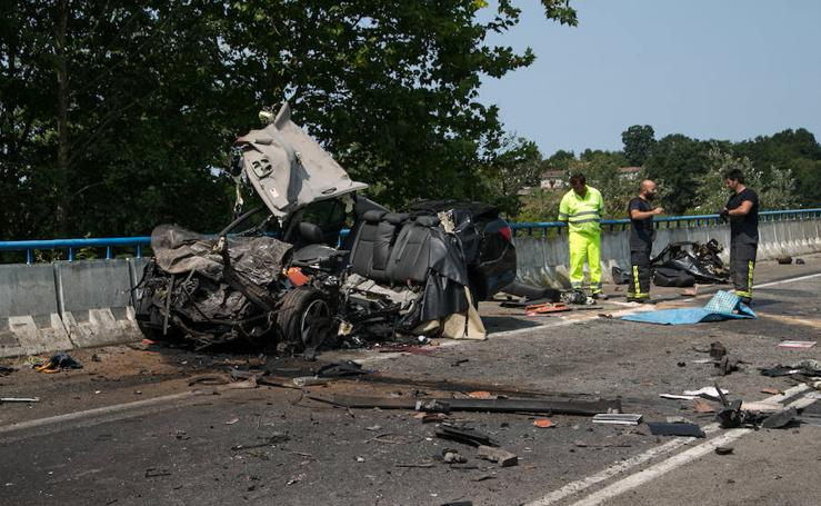 Fallece un vecino de Oviedo tras chocar su coche contra un camión en Nava