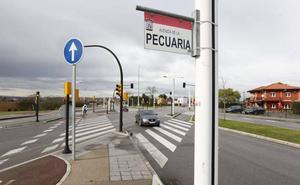 Herida una joven de 22 años al volcar con su coche en la avenida Pecuaria