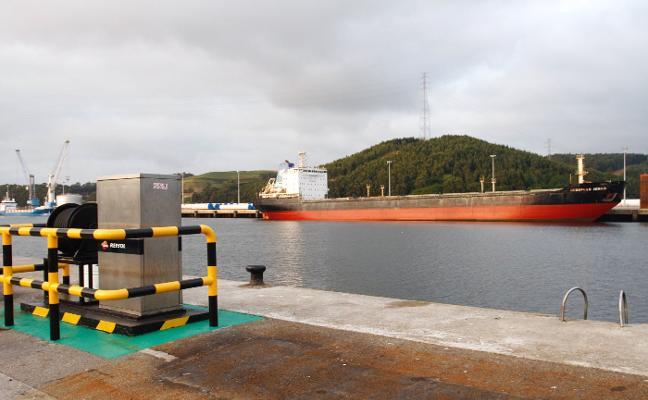 El buque 'Severnaya Zemlya' cumple hoy tres meses retenido en el puerto