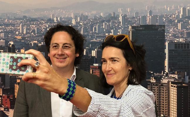 La cineasta y exministra González -Sinde visita el Centro Niemeyer