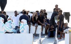 Los inmigrantes del barco atracado en Catania, en huelga de hambre para que se permita su desembarco