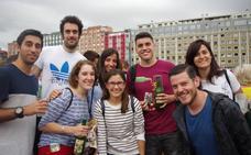 ¿Estuviste en el récord de escanciado de Gijón? ¡Búscate!