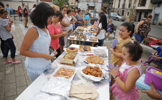 Sobrescobio inicia las fiestas de San Ginés con un mercadillo solidario