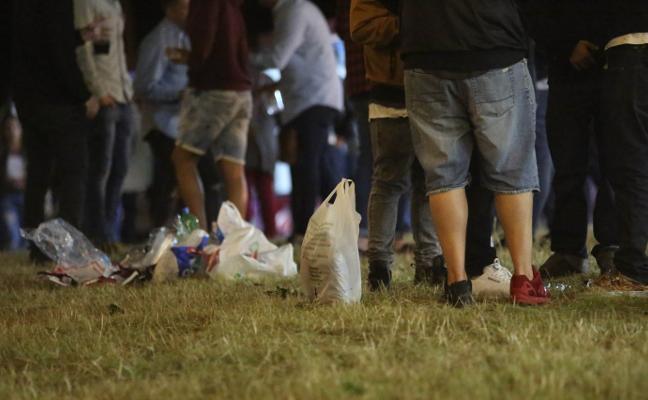 Los ayuntamientos se ven incapaces de evitar el botellón «si la sociedad no se conciencia»