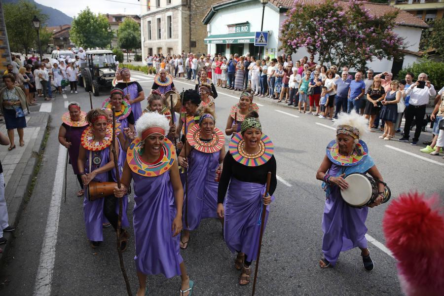 Las carrozas desfilan por Rioseco en las fiesta de San Ginés