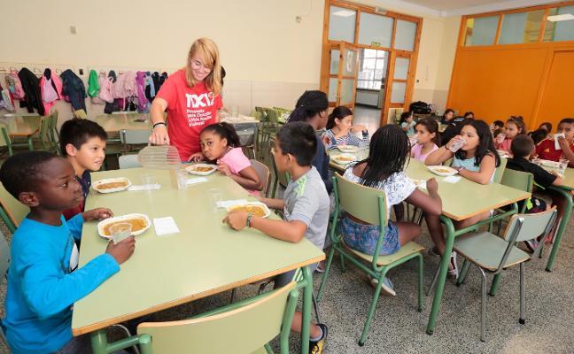 2.000 niños de Gijón comen en el colegio en verano