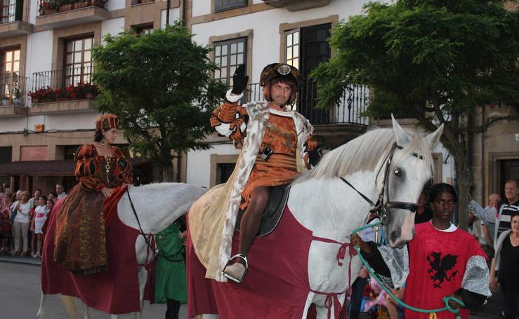 Villaviciosa recrea la llegada Carlos V